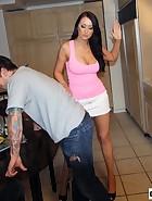 Alexis Trains Boyfriend, pic #3